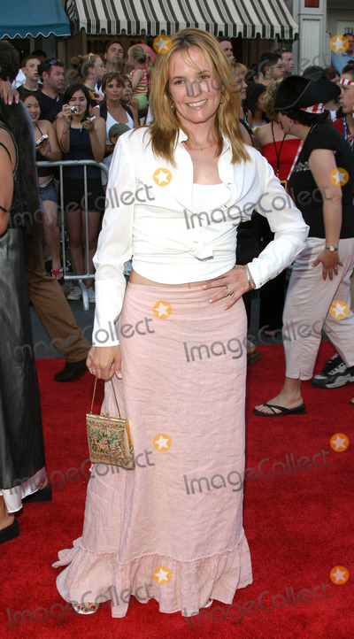 Lea Thompson Photo - Photo by Tim GoodwinSTAR MAX Inc - copyright 200362803Lea Thompson at the premiere of Pirates of the Caribbean The Curse of the Black Pearl(CA)