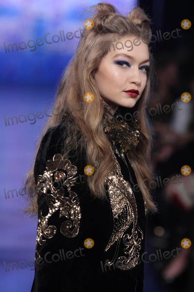 Anna Sui Photo - Photo by Raoul GatchalianstarmaxinccomSTAR MAX2017ALL RIGHTS RESERVEDTelephoneFax (212) 995-119621517Gigi Hadid at the Anna Sui FallWinter 2017 Runway Show during New York Fashion Week in New York City(NYC)