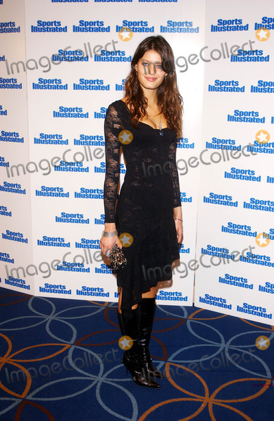 Isabeli Fontana Photo - Photo by Peter KramerSTAR MAX Inc - copyright 200221902Isabeli Fontana at the Sports Illustrated coverunveiling(NYC)