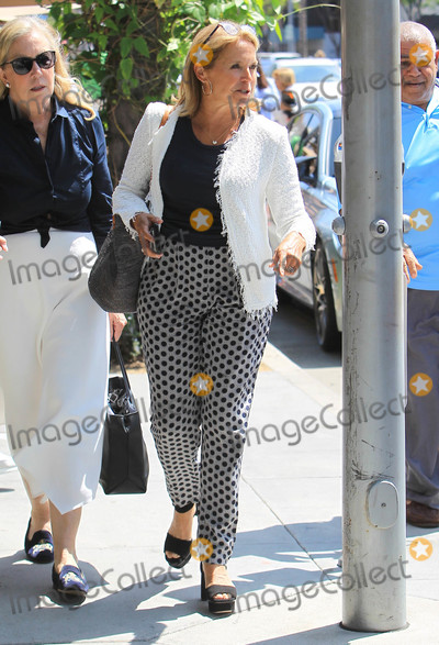 Katie Couric Photo - Photo by SMXRFstarmaxinccomSTAR MAX2018ALL RIGHTS RESERVEDTelephoneFax (212) 995-11969518Katie Couric is seen in Los Angeles CA