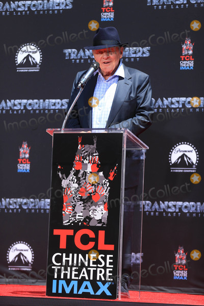 Anthony Hopkins Photo - Photo by gotpapstarmaxinccomSTAR MAX2017ALL RIGHTS RESERVEDTelephoneFax (212) 995-119652317Anthony Hopkins at a Michael Bay Hand And Footprint Ceremony in Los Angeles CA