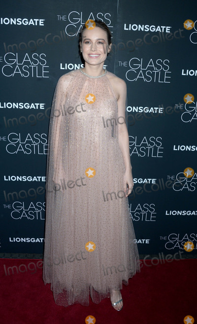 Brie Larson Photo - Photo by Dennis Van TinestarmaxinccomSTAR MAX2017ALL RIGHTS RESERVEDTelephoneFax (212) 995-11968917Brie Larson at a screening of The Glass Castle in New York City