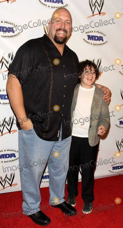 The Big Show Photo - WWE Superstar the Big Show (aka Paul Wight) and actor Kurt Doss pose on the red carpet at the annual WWE SummerSlam kickoff party in association with the Muscular Dystrophy Association held at the Tropicana Bar inside the Hollywood Roosevelt Hotel Los Angeles CA 081310
