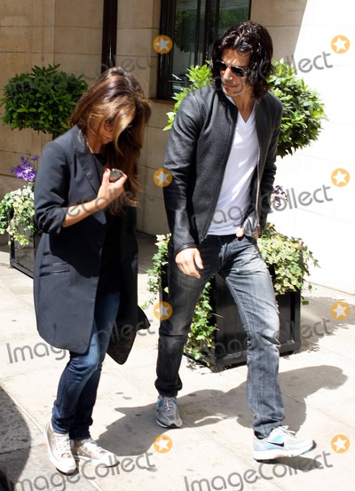 Alex Gonzalez Photo - Younger sister of Penelope Cruz Monica Cruz keeps her head down while chatting on her cellphone as she and her boyfriend Alex Gonzalez leave a luxury hotel in London UK 52411