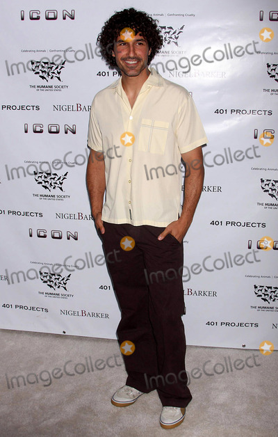 Ethan Zohn Photo - Ethan Zohn (Winner of Survivor Africa) Arriving at the Launch of Barkers Exhibit a Sealed Fate at 401 Projects in New York City on 07-24-2008 Photo by Henry McgeeGlobe Photos Inc 2008