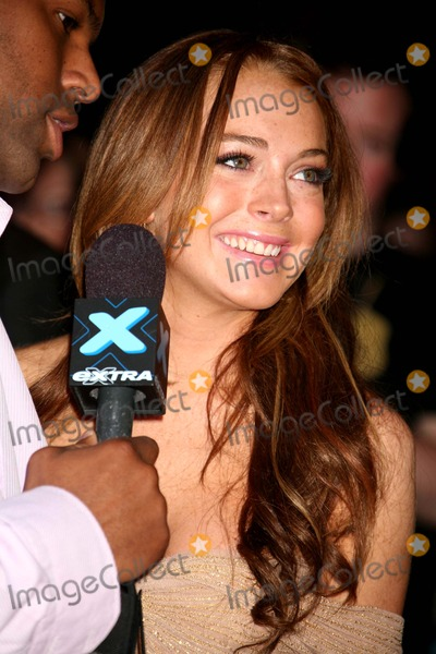 AJ Calloway Photo - Lindsay Lohan Being Interviewed by Aj Calloway at the Premiere of a Prairie Home Companion at the Dga Theater in New York City on 06-04-2006 Photo by Henry McgeeGlobe Photos Inc 2006
