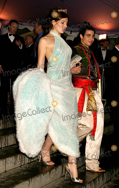 Stella Schnabel Photo - STELLA SCHNABEL AND ZAC POSEN ARRIVING TO THE COSTUME INSTITUTE GALA CELEBRATING DANGEROUS LIAISONS FASHION AND FURNITURE IN THE 18TH CENTURY AT THE METROPOLITAN MUSEUM OF ART IN NEW YORK CITY ON APRIL 26 2004  PHOTO BY HENRY McGEEGLOBE PHOTOS INC 2004K36861HMC