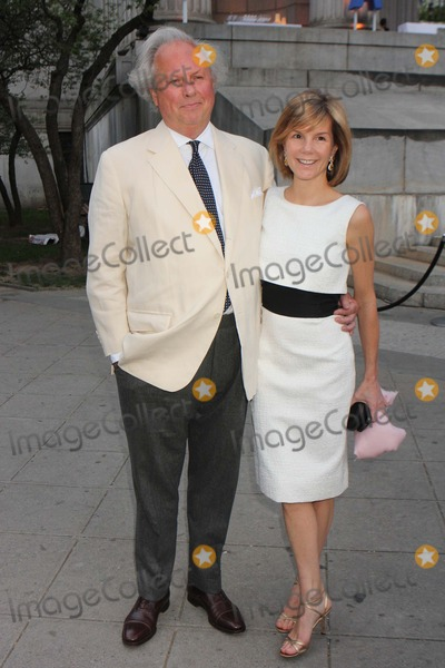 Anna Scott Carter Photo - Graydon Carter and Wife Anna Scott Carter Arriving at the Vanity Fair Party to Celebrate the Tribeca Film Festival at the State Supreme Courthouse in New York City on April 17 2012 Photo by Henry Mcgee-Globe Photos Inc 2012