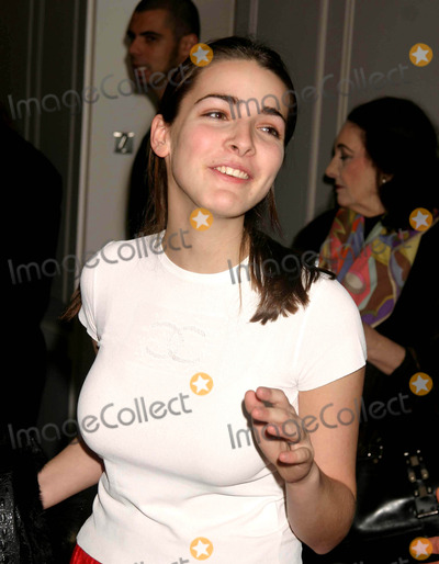 Serena Bass Photo - Bee Shaffer (Anna Wintours Daughter) at the Launch of Serena Bass Cookbook Serena Food  Stories-feeding Friends Every Hour of the Day at Bergdorf Goodman in New York City on November 8 2004 Photo by Henry McgeeGlobe Photos Inc 2004
