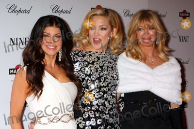 Goldie Photo - Fergie Kate Hudson and Goldie Hawn Arriving at the Premiere of Nine at the Ziegfeld Theater in New York City on 12-15-2009 Photo by Henry Mcgee-Globe Photos Inc 2009