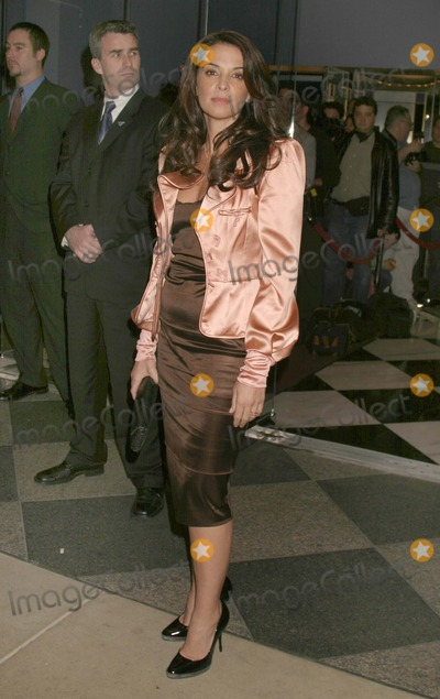 ANABELLA SCIORRA Photo - New York NY  10-5-2004Anabella Sciorra attends the premiere of Shall We Dance at the Paris TheaterDigital Photo by Lane Ericcson-PHOTOlinkorg