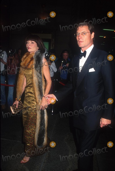 Anna Wintour Photo -  102401 the Night of Stars 2001 Dynasty - Generations of Design Presented by the Fashion Group International at Cipriani in NYC Photo by Henry McgeeGlobe Photos Inc 2001 Anna Wintour