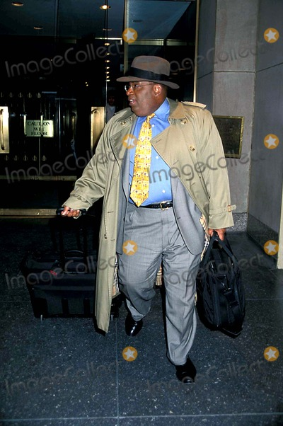Al Roker Photo - Sd0320 AL Roker Leaving NBC Studios After the Today Show in New York City Photo Byhenry McgeeGlobe Photos Inc 1999 Ilovethe90s
