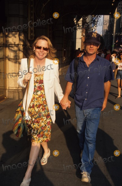 Amy Madigan Photo - Ed Harris with Amy Madigan 1992 L8651hmc Photo by Henry Mcgee-Globe Photos Inc