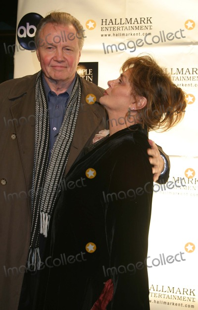 Mitch Albom Photo - NYC  120104Jon Voight and Elizabeth Ashley at the premiere of his new TV movie MITCH ALBOMS THE FIVE PEOPLE YOU MEET IN HEAVEN at The Museum of Television and RadioDigital Photo by Adam Nemser-PHOTOlinkorg
