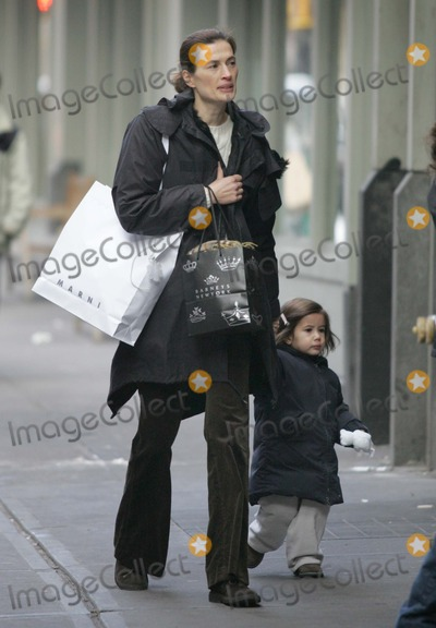 Annette Roque Lauer Photo - NYC  121005EXCLUSIVE Annette Roque Lauer (Matt Lauers wife) and kids on their way to the Scholastic Store in SOHODigital Photo by Adam Nemser-PHOTOlinknet