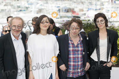 Charlotte Gainsbourg Photo - CANNES FRANCE - MAY 17 Director Arnaud Desplechin actress Marion Cotillard actor Mathieu Amalric and Charlotte Gainsbourg attends the Ismaels Ghosts (Les Fantomes dIsmael) photocall during the 70th annual Cannes Film Festival at Palais des Festivals on May 17 2017 in Cannes France(Photo by Laurent KoffelImageCollectcom)