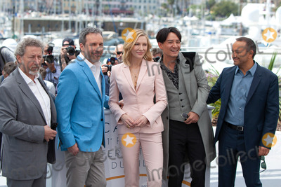Andrey Zvyagintsev Photo - CANNES FRANCE - MAY 8 (L-R) Jury members Robert Guediguian Denis Villeneuve jury president Cate Blanchett and jury members Chang Chen and Andrey Zvyagintsev attend the photocall for Jury during the 71st annual Cannes Film Festival at Palais des Festivals on May 8 2018 in Cannes France(Photo by Laurent KoffelImageCollectcom)