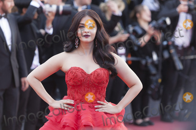 Aishwarya Photo - CANNES FRANCE - MAY 20 Aishwarya Rai attends the120 Beats Per Minute (120 Battements Par Minute) screening during the 70th annual Cannes Film Festival at Palais des Festivals on May 20 2017 in Cannes France(Photo by Laurent KoffelImageCollectcom)