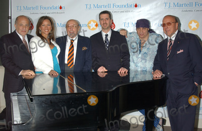 Ahmet Ertegun Photo - NEW YORK FEBRUARY 8 2005    Steven Van Zandt Clive Davis Vanessa Williams and Ahmet Ertegun at the announcement for the upcoming 30th anniversary gala of the T J Martell Foundation honoring Atlantic Records Group Chairman and CEO Jason Flom