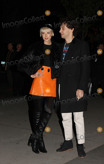 Albert Hammond Photo - Albert Hammond and model Agyness Deyn arriving at the MoMa film benefit gala honoring Baz Luhrmann at the Museum of Modern Art on November 10 2008 in New York City