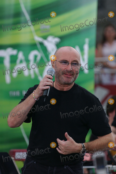 Phil Collins Photo - Phil Collins performs on The Today Show