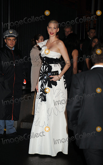 NADIA AUERMANN Photo - Model Nadia Auermann arriving at A Night to Benefit Raising Malawi and UNICEF hosted by Madonna and Gucci at theUnited Nations in midtown Manhattan