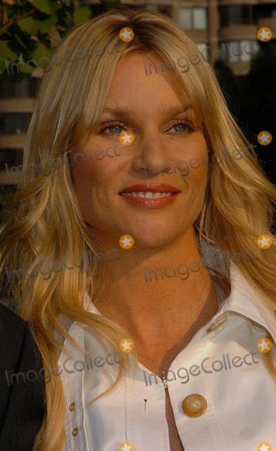 NICOLE SHERIDAN Photo - Actress Nicollette Sheridan arriving at the ABC 2006-2007