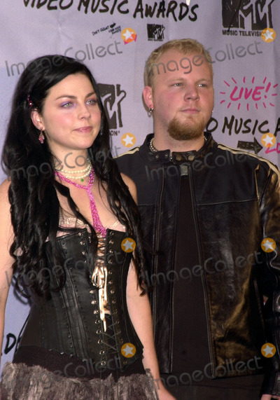 Amy Lee Photo - Amy Lee and Ben Moody of Evanescence at 2003 Video Music Awards New York August 28 2003