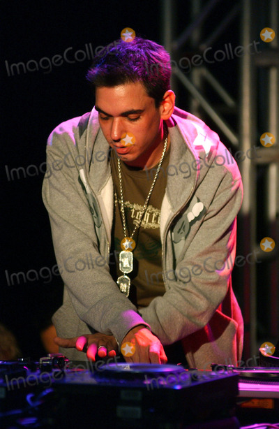 Adam (DJ AM) Goldstein Photo - NEW YORK SEPTEMBER 29 2005    Adam DJ AM Goldstein at the debut of Iz from Zizzle at Toys R Us