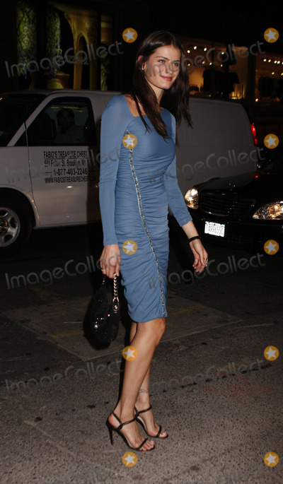 Isabeli Fontana Photo - Model Isabeli Fontana arriving at a dinner at Barneys to celebrate the launch of the Versace menswear collection