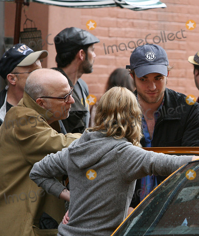 Allen Coulter Photo - Actors Robert Pattinson and Emilie de Ravin  and director Allen Coulter (lL) on theSoho set of the new movie Remember me on June 24 2009 in New York City