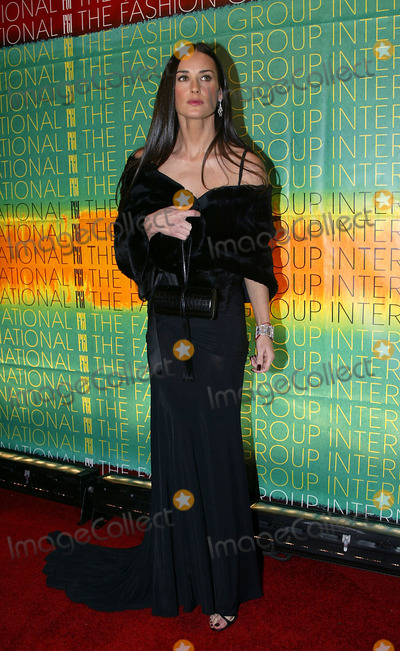 Demi Moore Photo - Demi Moore attending The Fashion Group Internationals 20th Annual Night of Stars in New York October 30 2003