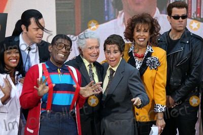 Al Roker Photo - October 31 2016 New York CityWillie Geist Al Roker Regis Philbin Kathie Lee Gifford Hoda Kotb appearing on NBCs Today show Halloween event at the Rockefeller Plaza on October 31 2016 in New York CityBy Line Serena XuACE PicturesACE Pictures IncTel 6467670430