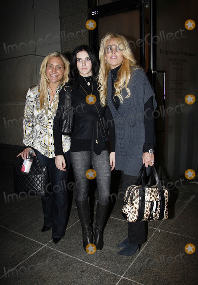 Ali Lohan Photo - Ali Lohan (C) and Dina Lohan (R) were at Henri Bendels on Fifth Avenue to support Lindsay who launched a new range of leggings on October 13 2008 in New York City
