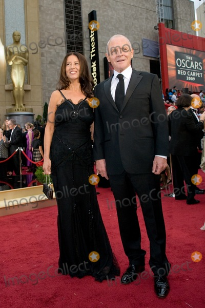 Stella Arroyave Photo - Actor Anthony Hopkins (right) and Stella Arroyave arrive at the 81st Annual Academy Awards held at the Kodak Theater on February 22 2009 in Hollywood CA