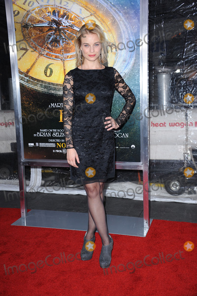 Hannah Yelland Photo - Hannah Yelland attends the Hugo premiere at the Ziegfeld Theatre on November 21 2011 in New York City