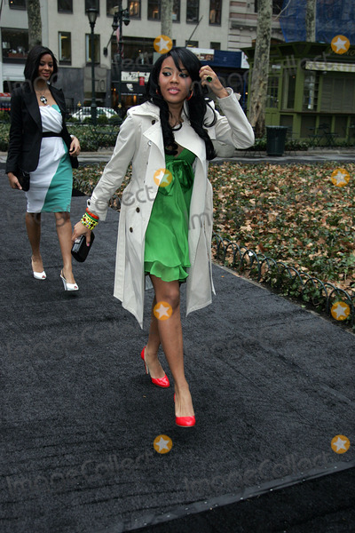 Angela Simmons Photo - Angela Simmons arriving at the tents in Bryant Park in Midtown Manhattan during Mercedes-Benz Fashion Week Fall 2008