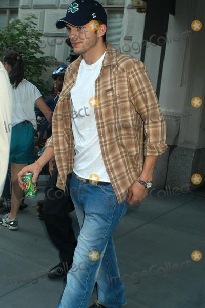 Demi Moore Photo - Demi Moore and Ashton Kutcher leaving Demis Manhattan Apartment New York June 23 2003