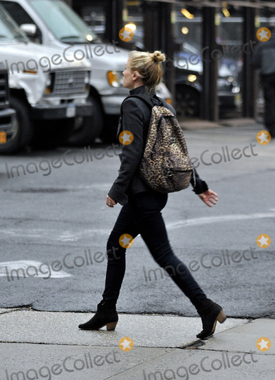 Anna Paquin Photo - December 5 2013 New York CityActress Anna Paquin leaves her East Village apartment on December 5 2013 in New York City