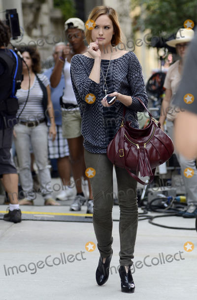 Kaylee DeFer Photo - August 17 2012 New York City NYActress Kaylee DeFer on the set of Gossip Girl on August 17 2012 in New York City