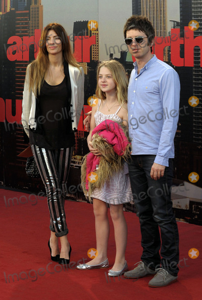 Anais Gallagher Photo - (R-L) Noel Gallagher Anais Gallagher and Sarah McDonald  arriving at the European Premiere of Arthur at Cineworld 02 on April 19 2011 in London