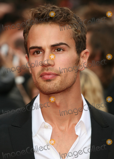 Theo James Photo - Theo James arriving for The Inbetweeners The Movie film premiere at the Vue Leicester Square London 16082011 Picture by Alexandra Glen  Featureflash