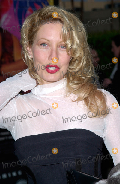 Linda Kozlowski Photo - Actress LINDA KOZLOWSKI at the US premiere in Hollywood of her new movie Crocodile Dundee in Los Angeles18APR2001    Paul SmithFeatureflash