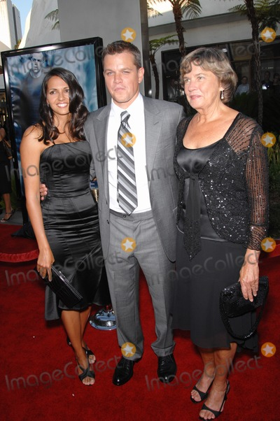 Nancy Carlsson-Paige Photo - Matt Damon  wife Luciana Barroso  mother Nancy Carlsson-Paige at the world premiere of The Bourne Ultimatum at the Arclight Theatre HollywoodJuly 26 2007  Los Angeles CAPicture Paul Smith  Featureflash