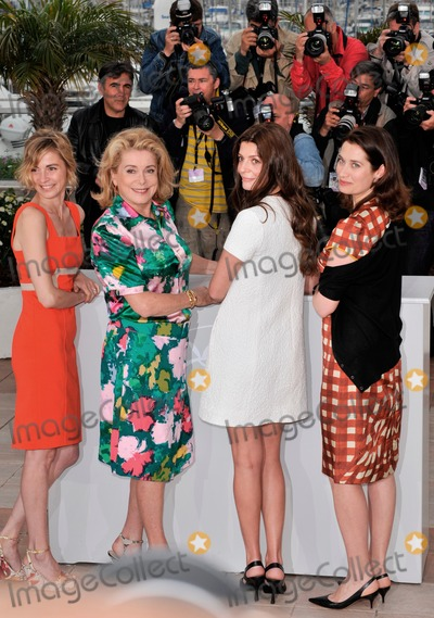 Anne Consigny Photo - LtoR Anne Consigny Catherine Deneuve Chiara Mastroianni  Emmanuelle Devos at the photocall for their new movie Un Conte de Noel (A Christmas Tale) at the 61st Annual International Film Festival de CannesMay 16 2008  Cannes FrancePicture Paul Smith  Featureflash