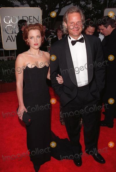 Chris Carter Photo - 18JAN98  Actress GILLIAN ANDERSON  X-Files creator CHRIS CARTER at the Golden Globe Awards