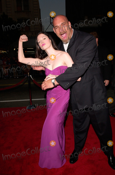Bill Goldberg Photo - Wrestler BILL GOLDBERG  actress ROSE McGOWAN at the world premiere in Hollywood of Ready to Rumble