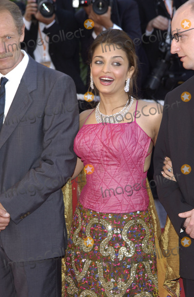 Aishwarya Ray Photo - Cannes Jury members actress AISHWARYA RAI  director STEVEN SODERBERGH (right) at the opening gala ceremony of the 56th Annual Cannes Film Festival The movie Fanfan la Tulipe opened the Festival14MAY2003   Paul Smith  Featureflash