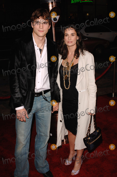 Ashton Moore Photo - Actor ASHTON KUTCHER  girlfriend actress DEMI MOORE at the Los Angeles premiere of his new movie Guess Who at the Graumans Chinese Theatre HollywoodMarch 13 2005 Los Angeles CA 2005 Paul Smith  Featureflash